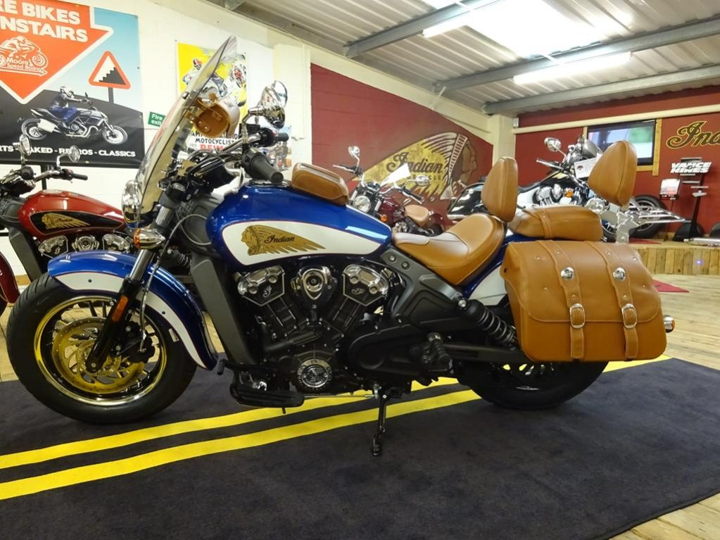 tour deluxe indian scout